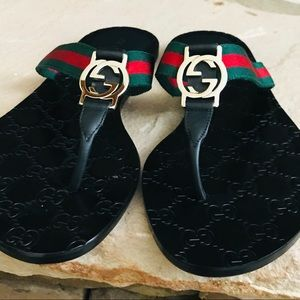 BEAUTIFUL NEW GUCCI THONG SANDALS